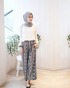 Best Ideas For Style Hijab Casual Pantai Street Hijab Fashion, Muslim Fashion, Modest Fashion, Teen Fashion, Fashion Outfits, Style Fashion, Fashion Trends, Hijab Casual, Hijab Chic