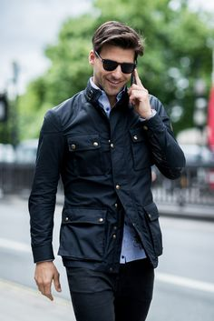 The Best Street Style Inspiration & More Details That Make the Difference Best Street Style, Cool Street Fashion, Stylish Men, Men Casual, Casual Chic, Mode Hipster, Waxed Cotton Jacket, Barbour Jacket, Herren Style