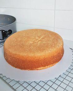 kolmeen 200 Calories, Cornbread, Vanilla Cake, Ethnic Recipes, Desserts, Food, Millet Bread, Tailgate Desserts, Deserts