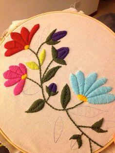 dibujo de flores para bordados con lana sobre arpillera - Buscar con Google
