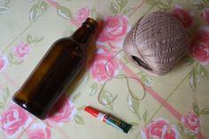Enfeitando garrafa de vidro