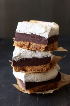 S'mores Fudge Bars Recipe ~ The crust is incredibly thick, chewy, crunchy, and buttery while the filling is rich and fudgy and the topping is sticky and gooey. A great array of textures in every bite! #smores #dessert #baking #fudge #smoresbars #recipe #food