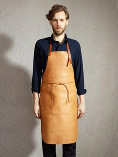 The classic tanning apron, worn by our master tanners since 1899. The leather has lain in the tanning vat in water from the river Piteå and spruce bark for almost 12 months – no chemicals! The tanning water has not been changed since 1918. The unique natural colour comes from spruce bark and will, with time, develop a wonderful lustre. Robust leather straps and reinforced, hand-hammered copper rivets. The apron comes in one size only with adjustable neck strap and will fit most shapes and…