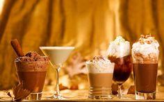 Confira 5 receitas deliciosas de drinks de inverno para esquentar os dias frios. Reúna a família ou os amigos e faça uma noite regada a bons coquetéis!