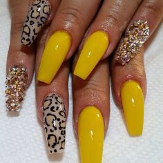 In look for some nail designs and ideas for the nails? Here is our list of 28 must-try coffin acrylic nails for stylish women. Get Nails, Dope Nails, Fancy Nails, Fabulous Nails, Gorgeous Nails, Pretty Nails, Nagel Hacks, Best Acrylic Nails, Yellow Nails