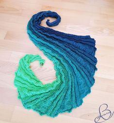 "Free Knitting Pattern / free pattern shawl ""Dragon Tail Belatrix"" - How to Train Your Dragon - Stricken / knitting - Handwerk Knitting Patterns Free, Free Knitting, Free Pattern, Diy Finger Knitting, Dragon Tail, Diy Mode, How Train Your Dragon, Crochet Fashion, Clothing Patterns"