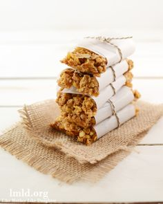 These Peanut Butter and Honey Granola Bars are so easy to make with only a few ingredients. And they are made with honey bunches of oats cereal #lmldfood