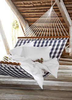 Hästens Hammock with duvet and pillows