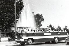 Ez volt az elsőként épített példány, amely az átszámozás után a GA 80-33 rendszámot kapta. Ha esett az eső, akkor az utasok bizony megáztak, mert ponyvát csak a vezetőállás fölé lehetett kifeszíteni Bus Coach, Commercial Vehicle, Budapest Hungary, Old Cars, Transportation, Tourism, Public, History, Retro