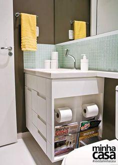 Detalhe no armário da pia para economizar espaço. Gostei muito dessa ideia.