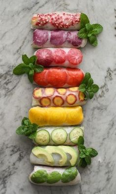rainbow rolls - Girl on the Range rainbow summer rolls - vegan rice paper wrappers filled with noodles, veggies, fruit and herbs Raw Food Recipes, Vegetarian Recipes, Cooking Recipes, Healthy Recipes, Vegetarian Vietnamese, Vietnamese Recipes, Delicious Recipes, Rice Paper Recipes, Rice Recipes