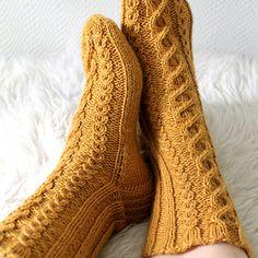 September Socks by Niina Laitinen. Free pattern!