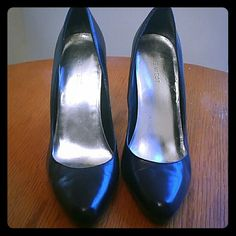 ONE DAY SALE! Nine West Classic Black Pumps Sexy Black Pumps from Nine West go with any outfit. Black leather. Worn once. Nine West Shoes Heels