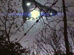 Silient Triangle UFO Moves Over Cemetery in Ohio Ancient Aliens, Aliens And Ufos, Alien Ship, Unidentified Flying Object, Alien Abduction, Ufo Sighting, Flying Saucer, Bizarre, Paranormal