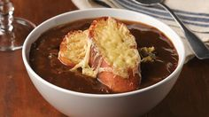 Τι και αν ετοιμάζει #βροχή? Ετοιμάστε εύκολα πεντανόστιμη κρεμμυδόσουπα #κρεμμύδι #onion_soup #kaneipeina #σούπα Slow Cooker, Chili, Soup, Pudding, Desserts, Tailgate Desserts, Deserts, Chile, Custard Pudding