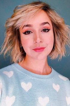 40 Blonde Short Hairstyles For Round Faces - HairstylesMessy Blonde Bob ★ Short hairstyles for round faces are in trend! If you have blonde hair and a round face, check out these 40 hairstyle ideas. ★ See more: glaminati. Messy Blonde Bob, Messy Short Hair, Really Short Hair, Short Hair Styles Easy, Curly Hair Styles, Short Hair Cuts For Round Faces, Round Face Haircuts, Hairstyles For Round Faces, Short Hairstyles For Women