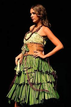 Organic Fashion - i would totally rock this World Of Fashion, Fashion Art, Fashion Beauty, Fashion Show, Sustainable Fabrics, Sustainable Fashion, Eco Friendly Fashion, Green Fashion, Ethical Fashion