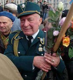 Via Laurent Brayard  Les papis nazis de l'#Ukraine brune, ne parlons pas de ces nazis que nous ne saurions voir !