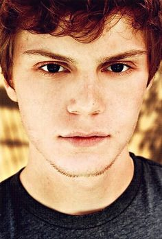 I am obsessed with this mans face.  Those eyes and those lips...dear god.  Evan Peters