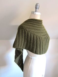 free pattern you find here:  http://www.ravelry.com/patterns/library/wombat-schaltuch