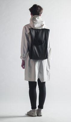 Minimaler leichter Rucksack Beutel Tasche Dyneema Gridstop in Schwarz Weiß Funktional Design handmade black white tote backpack light simple