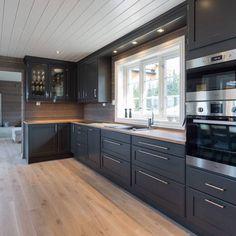 Industrial Interior Design, Home Interior Design, Cabin Kitchens, Küchen Design, Tiny House, Kitchen Cabinets, Cottage, Homes, Home Decor
