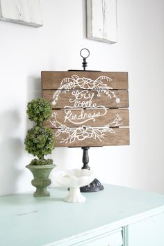 25 Silhouette Projects that are sure to get your creative juices flowing! I remember the day that I got the email from Silhouette asking me if I'd like to test out their new Cameo. Silhouette Blog, Silhouette Cutter, Silhouette Cameo Projects, Silhouette Machine, Silhouette Design, Silhouette America, Diy House Projects, Vinyl Projects, Diy Projects To Try