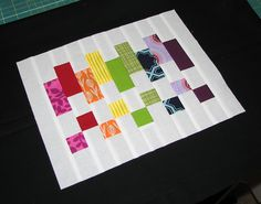 Mug rug madness. The best free mug rug patterns Small Quilt Projects, Cute Sewing Projects, Quilting Projects, Quilting Designs, Quilting Tips, Mug Rug Patterns, Quilt Patterns, Placemat Patterns, Small Quilts