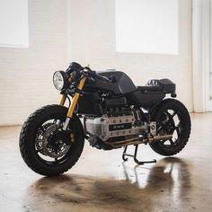 BMW K100 by @oridesigns #2wheels #motorcycle #menstoys #motorbike #brattracker #bobber #classicracer #oldschoolchopper #bmwcaferacer #bmwmotorsport #bmwk100 #interiordesign #minimalist