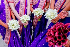 The bride has a colorful bouquet while the bridesmaids carry white ones. Apollo Fotografie.