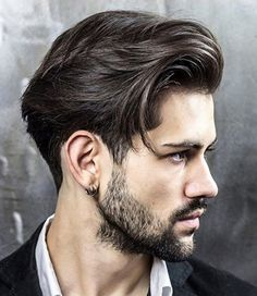 Short and nuanced, long, very long and retro-inspired, here are all the trends for men's hair cuts 2020 not to be missed! Messy and natural looks, shaved hair with modern mood designs and retro-i Mens Medium Long Hairstyles, Cool Hairstyles For Men, Classic Hairstyles, Haircuts For Men, Straight Hairstyles, Men's Haircuts, Mens Mid Length Hairstyles, Funky Hairstyles, Elegant Hairstyles