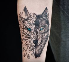 Tatau tattoo studio ( * fotos y videos de Wolf Tattoo Forearm, Wolf Tattoo Back, Small Wolf Tattoo, Wolf Tattoo Sleeve, Sleeve Tattoos, Tattoo Wolf, Tiny Tattoo, Tribal Forearm Tattoos, Forearm Tattoo Design