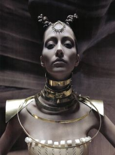 Alana Zimmer by Greg Lotus for Vogue Italia April Fashion stylist: Danny Santiago Hair stylist: Antoinette Beenders Makeup artist: Stephen Dimmick Jewelry Model, Body Jewelry, Jewelry Art, Chain Jewelry, Jewellery, Vogue Beauty, Fashion Beauty, Women's Fashion, Nude Photography
