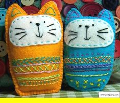 Embroidered Felt Cat Softie Pattern - easy embroidery for kids - Cats Felt Crafts Patterns, Felt Crafts Diy, Fabric Crafts, Sewing Crafts, Sewing Projects, Sewing Patterns, Sewing Hacks, Softies, Embroidery Designs