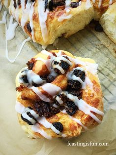 FF Homemade Chelsea Buns with an added light lemon drizzle that makes these buns sing on your tastebuds Good Food, Yummy Food, Tasty, Chelsea Bun Recipe, Great Recipes, Favorite Recipes, Lemon Drizzle, Savoury Baking, Fresh Bread