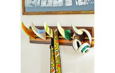 Children& room decoration - 50 ideas for surfing and surfboard- Kinderzimmer Deko – 50 Ideen zum Motto Surfen und Surfbrett Surfboard fins as a coat hook in the boy& room - Surf Decor, Decoration Surf, Surfboard Decor, Surfboard Table, Beach Decorations, Wall Decor, Wall Mural, Surf Bedroom, Surf Nursery
