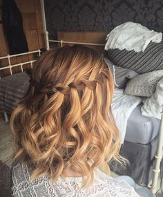 Curly waterfall braid on short hair - Hair Style Woman Curly Waterfall Braid, Medium Hair Styles, Curly Hair Styles, Short Hair Prom Styles, Prom Hair Medium, Bridesmaid Hair Half Up Medium, Short Homecoming Hair, Medium Hair Wedding Styles, Bridesmaid Hair Short Bob