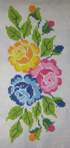 This Pin was discovered by Ser Cross Stitch Heart, Simple Cross Stitch, Cross Stitch Flowers, Cross Stitch Embroidery, Embroidery Patterns, Hand Embroidery, Easy Cross Stitch Patterns, Cross Stitch Designs, Brother Innovis
