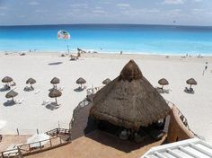 Sunset Royal Cancun Resort: View of beach from room