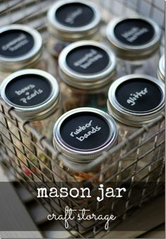 Mason Jar Craft Storage with Chalkboard Paint Lids. Chalkboard paint crafts are becoming more and more popular! Combine mason jar crafts with chalkboard paint for great craft storage. Mason Jar Projects, Mason Jar Crafts, Diy Projects, Craft Organization, Craft Storage, Storage Ideas, Organizing Tips, Organising, Food Storage