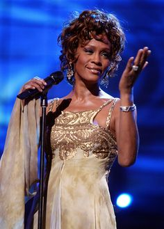 Top microbloggers pay tribute to Whitney Houston