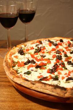 10 de Julho é comemorado o Dia da Pizza! Que tal conhecer uma pouco da história e ver receitas saborosas de pizzas, inclusive como fazer a massa?