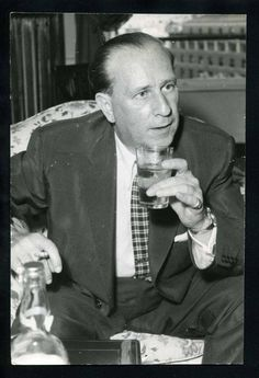 A vintage International press shot of comic legend Bud Abbott enjoying a cocktail while staying at Rome's Hotel Excelsior, circa of Terry Soto Classic Comedy Movies, Classic Comedies, Comedy Films, Abbott And Costello, Hollywood Stars, Classic Hollywood, Burlesque, Bud Abbott, 70s Tv Shows