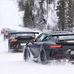 Porsche 911 playing in the snow!