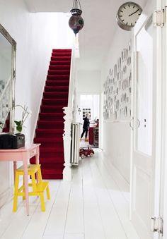 Uma escada marcante em uma casa holandesa.