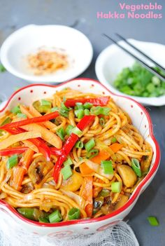 US Masala: Vegetable Hakka Noodles/Vegetable Chowmein    -noodles  -cabbage  -carrot  -onion  -bamboo shoot  -mushroom  -sprouts