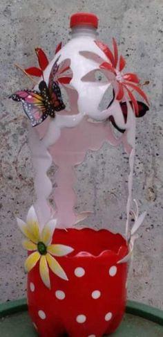 Plastic Bottle Planter, Reuse Plastic Bottles, Plastic Bottle Flowers, Plastic Bottle Crafts, Diy Bottle, Recycled Bottles, Easy Diy Crafts, Recycled Crafts, Craft Stick Crafts