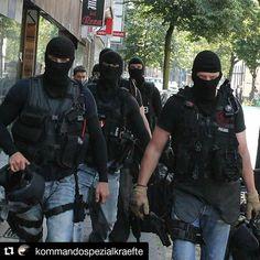 #Repost @kommandospezialkraefte ・・・ SEK Saturday - #NotAmused #facitomniavoluntas #sek #police  #spezialeinsatzkommando #specialunit #polizei #specialforces #knights #knight #spezialeinheit #scar #operator #hecklerandkoch #hecklerundkoch #mp5 #mp7 #nurdiebestenkommendurch #131 Foto: dpa