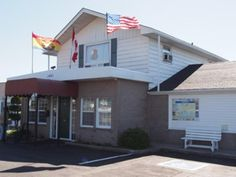 Saint John (NB) Econo Lodge Inn and Suites Saint John Canada, North America Econo Lodge Inn and Suites Saint John is perfectly located for both business and leisure guests in Saint John (NB). Both business travelers and tourists can enjoy the hotel's facilities and services. Service-minded staff will welcome and guide you at the Econo Lodge Inn and Suites Saint John. Air conditioning, heating, wake-up service, desk, alarm clock can be found in selected guestrooms. The hotel of...