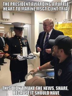 Fake News won't show this. Make it known to honor our heroes. Donald Trump, Trump Is My President, Greatest Presidents, First Lady Melania, Conservative Politics, American Soldiers, American Presidents, American Pride, Faith In Humanity